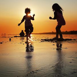 peplayon neng pantai by Indra Prihantoro - Babies & Children Children Candids ( children, candid )