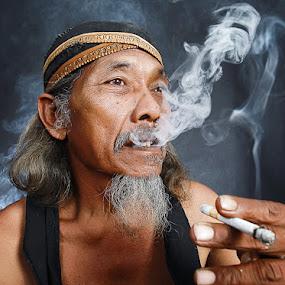 by Syamsu Hidayat - People Portraits of Men ( smooke, senior citizen, men, people, portrait )