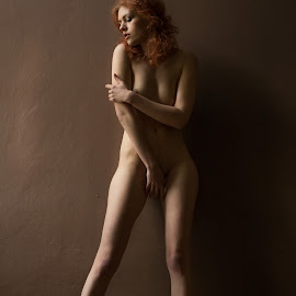 kate by Levy Avner - Nudes & Boudoir Artistic Nude ( lights, studio, model, nude, beautiful )
