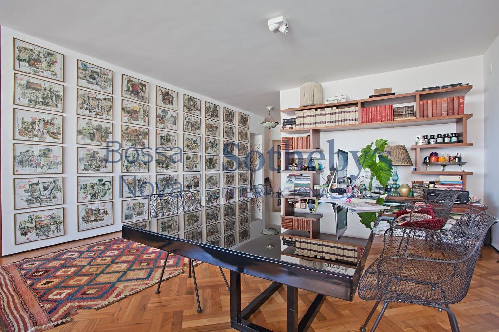 Excelente apartamento em andar alto com vista nos Jardins.