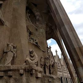 scultura in pietra nella Sagrada Familia a Barcellona by Patrizia Emiliani - Instagram & Mobile Android ( scultura, sagrada familia, barcellona, pietra )