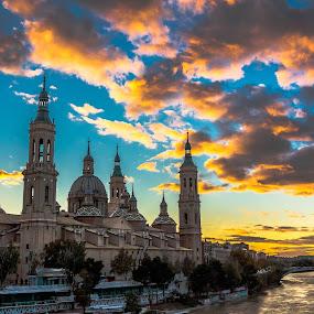 atardecer sobre el Pilar, Zaragoza by Roberto Gonzalo Romero - City,  Street & Park  Vistas ( zaragoza, sunset, pilar,  )