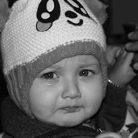 Cry by Piyush Sharma - Babies & Children Child Portraits ( girl child, child, monochrome, black and white, lovely, crying, tears )