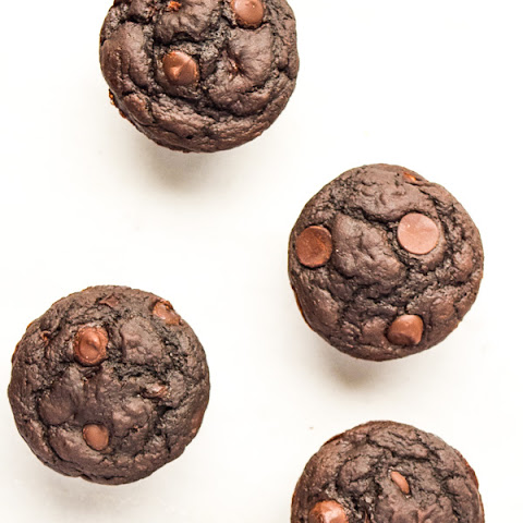 Skinny Chocolate Applesauce Muffins