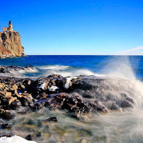 Split Rock Lighthouse by Shixing Wen - Landscapes Waterscapes ( minnesota, waves, nature photography, lake superior, split rock lighthouse )