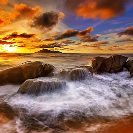Sunset timing by Dany Fachry - Landscapes Beaches