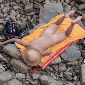 On the rocks. by Dušan Gajšek - Nudes & Boudoir Boudoir ( piran, _mesta )