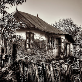 Old house by Bogdan Berbec - Buildings & Architecture Decaying & Abandoned