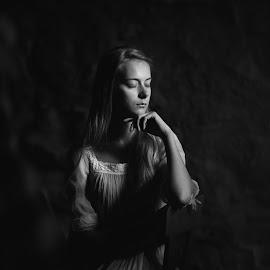silence by Danuta Czapka - Black & White Portraits & People ( child, natural light, black and white, photography, portrait )