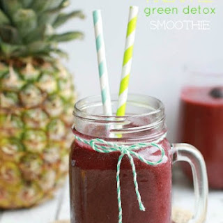 Blueberry Pineapple Green Detox Smoothie