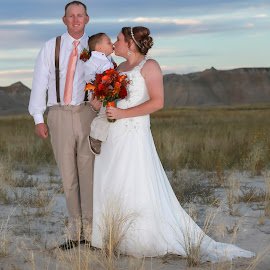 The Kiss by Dave Zuhr - Wedding Bride & Groom ( kiss, wedding, d_zuhr, bride, dzuhr, groom, badlands )