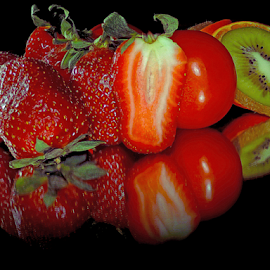 strawberry,kiwi and tomatoes by LADOCKi Elvira - Food & Drink Fruits & Vegetables ( fruits )