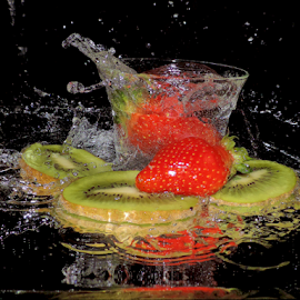 kiwi and strawberry by LADOCKi Elvira - Food & Drink Fruits & Vegetables ( fruits,  )
