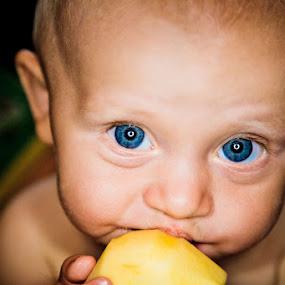 i love apple by Alex Zagorskij - Babies & Children Children Candids