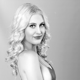 Jazz,studio by Chris O'Brien - People Portraits of Women ( studio, body, girl, woman, beautiful, blond )