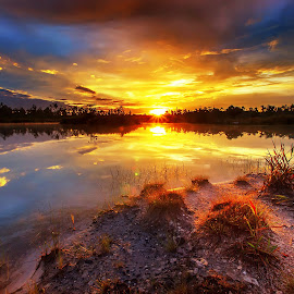 Sunrise at the lake by Dany Fachry - Landscapes Sunsets & Sunrises