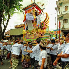 Gotong Keranda Mayat by Rozy Fhotography - City,  Street & Park  Street Scenes ( pwcflags )