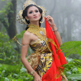 Dewi Srenggawati by Budiana Yusuf - People Fashion ( indonesia, west java, subang )