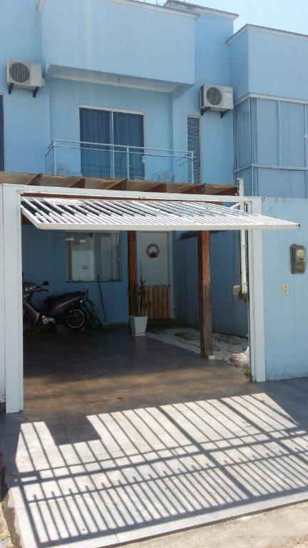 Sobrado com 3 dormitórios, Área com Churrasqueira e Piscina por R$ 350.000 - Mata Atlântica Ii - Tijucas/SC