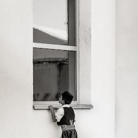 by Manu Ivanciu - People Street & Candids