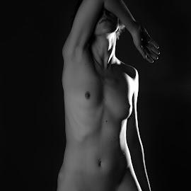 Retrato Estudio by Martín Silva Cosentino - Nudes & Boudoir Artistic Nude ( negro, desund, estudio, retrato, fondo,  )