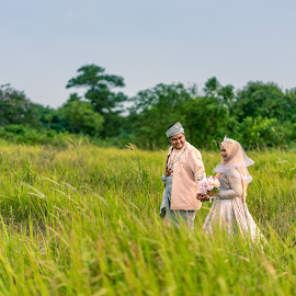 Hand in hand by Mark Vong - Wedding Bride & Groom ( traditional, malay wedding, asian, malaysia traditonal wedding, wedding )
