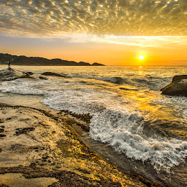 Sunrise in Estaleiro Beach by Rqserra Henrique - Landscapes Beaches ( sunrise, rocks, beach, clouds, stunning, wave, rqserra )