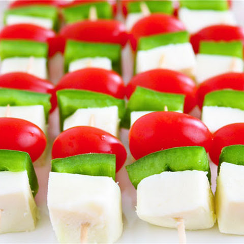 Christmas Mini-Skewers (Tomatoes, Peppers & Cheese)