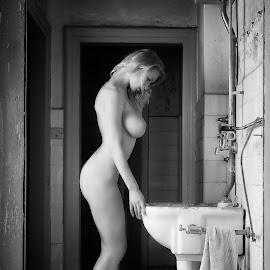 sink by Carl0s Dennis - Nudes & Boudoir Artistic Nude ( blonde )