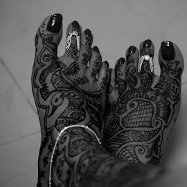 Bridal Mehendi - Heena temporary tattoo  by Sarita Shetty - People Body Art/Tattoos ( black and white, bride, tattoo )