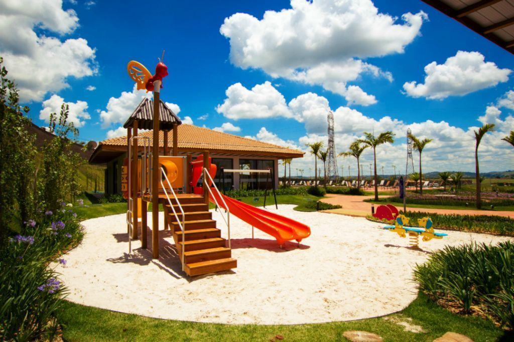 Fantástico Terreno no Condomínio Parque dos Alecrins, em Campinas.