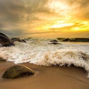 broking waves at dawn by Rqserra Henrique - Landscapes Beaches ( clouds, brazil, dawn, waves, rqserra, wave, beach, landscape )