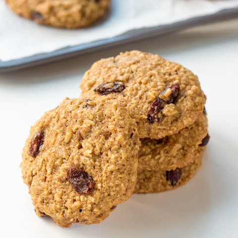 Healthy Oatmeal Raisin Cookies Recipe {whole grain + clean eating}