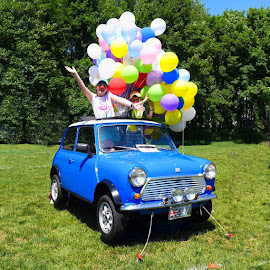 Flying Mini by Alan Roseman - Public Holidays July 4th ( baloons, british car, children, car show, mini cooper )