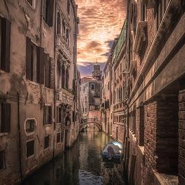 Rio de la Verona by Ole Steffensen - City,  Street & Park  Neighborhoods ( venezia, rio de la verona, venice, bridge, boat, canal )