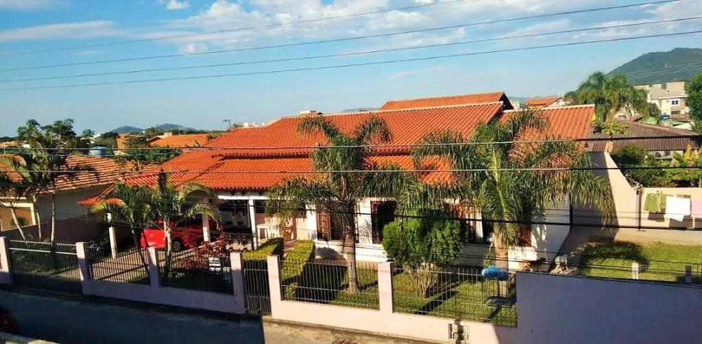 Casa ampla com edícula/apto  no Rio Tavares