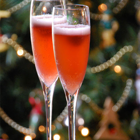 Sparkling Holiday Cocktail and Mocktail Recipes!