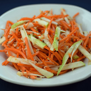 Spicy Garlic Kohlrabi Carrot Salad