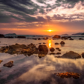 dis·cern·ment by Gerard Macorvick - Landscapes Sunsets & Sunrises ( sunset, sea, long exposure, beach, seascape, landscape )