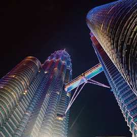 Kuala Lumpur Twin Towers, Malaysia by Hisham Idris - Buildings & Architecture Bridges & Suspended Structures ( klcc skybirdge perspective landmarks skyscrapers )