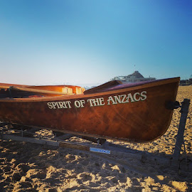 by Carole Walle - Instagram & Mobile Android ( anzacday, anzacs, currumbin_slsc, currumbinbeach, lestweforget,  )
