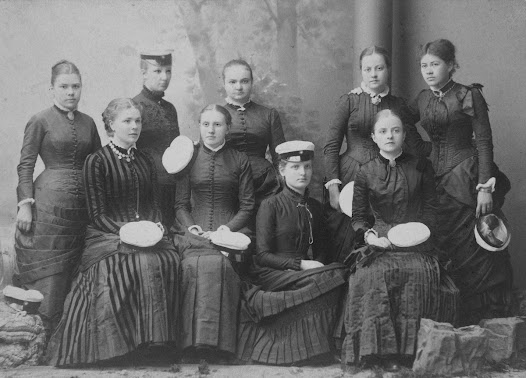 There are almost no preserved images of the von Hallwyl girls together with friends. This photo, depicting Ebba with her graduation class in 1884 is one of few exceptions.