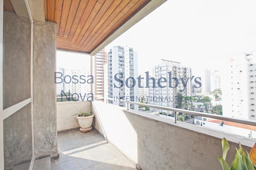 Amplo apartamento com ótima vista para o bairro