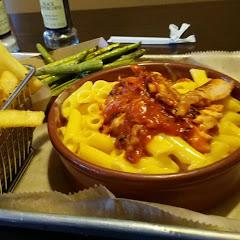 gluten free mac n cheese with bbq chicken really tasty