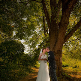 wedding couple by Adrian  Gabriel - Wedding Bride & Groom ( love, nature, green, wedding, nikon, light, feelings )