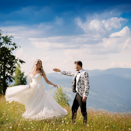 Dance with me by Klaudia Klu - Wedding Bride & Groom