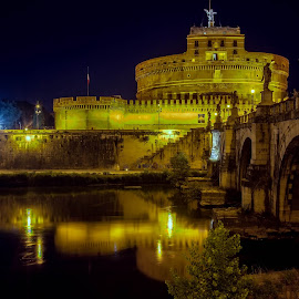 Castel Sant'Angelo by Giuseppe BeeBell - Buildings & Architecture Public & Historical