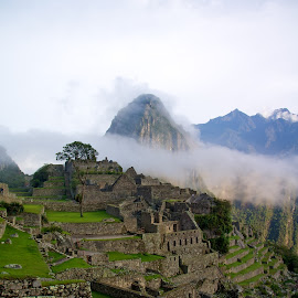 Machu Picchu - Peru by Lucas Mendonca - Landscapes Mountains & Hills ( moutain, clouds, lost city, lttm productions, peru, seven wonder, machu picchu, incas, lttm )