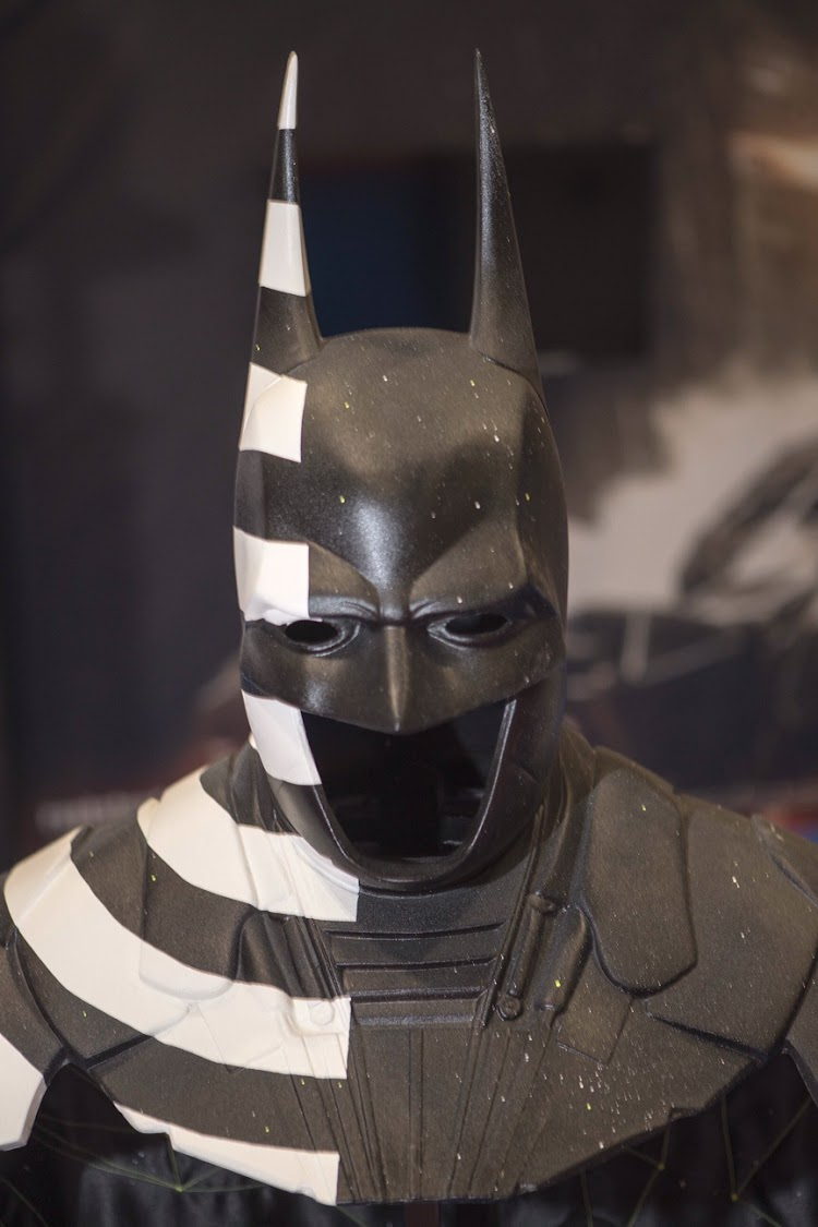 Warner Bros bringing Batman's cowl and cape from Batman: Arkham Knight to MCM Comic-Con this weekend
