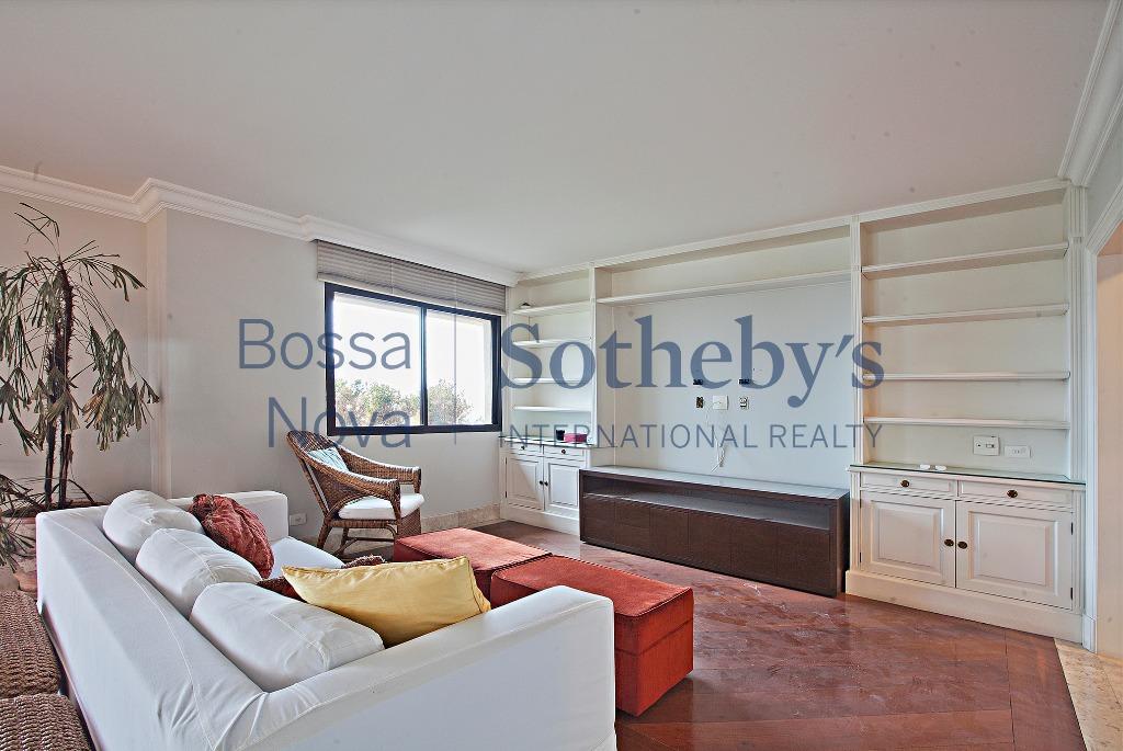 Apartamento diferenciado com vista para o Club Pinheiros.